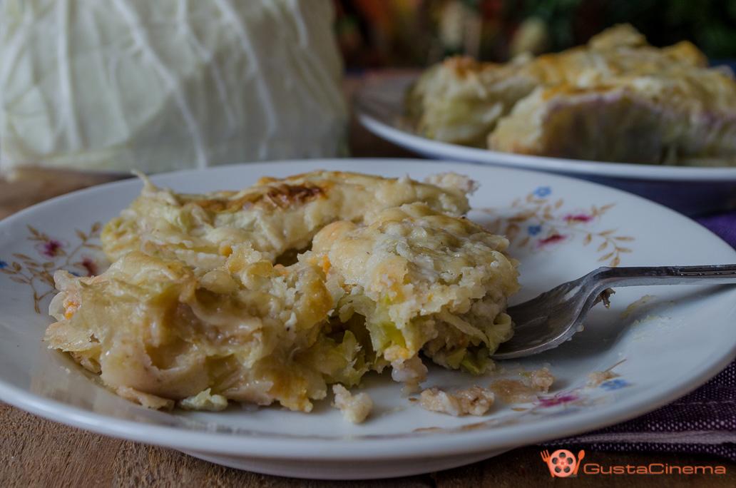 Involtini di verza ripieni di patate, zucca e salsiccia