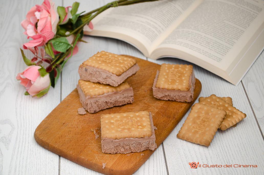 Biscotto gelato al cacao senza uova e senza gelatiera