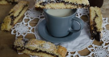 Biscotti alla crema di nocciole e cioccolato fondente