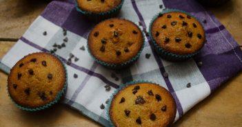 muffin gocce di cioccolato e succo di melograno