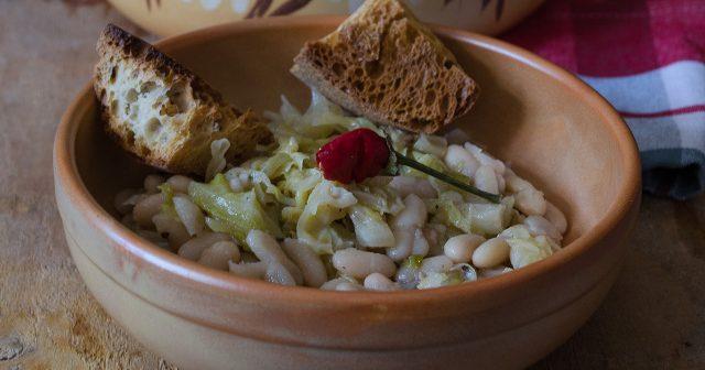 Zuppa di cavolo verza e fagioli