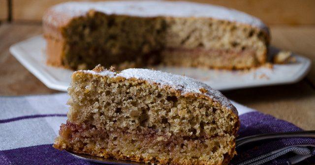 Torta farina d'orzo con marmellata di ciliegie