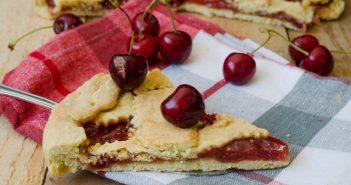 Crostata alla confettura di ciliegie