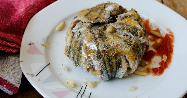 Tortini di alici con pinoli e uvetta