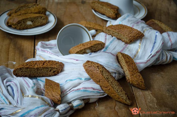 Biscotti semintegrali al miele e cannella