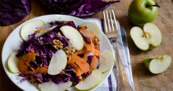 Insalata cavolo rosso con carote mele e noci
