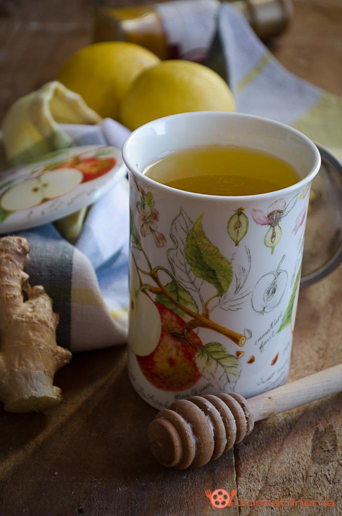 Tisana al limone con miele e curcuma