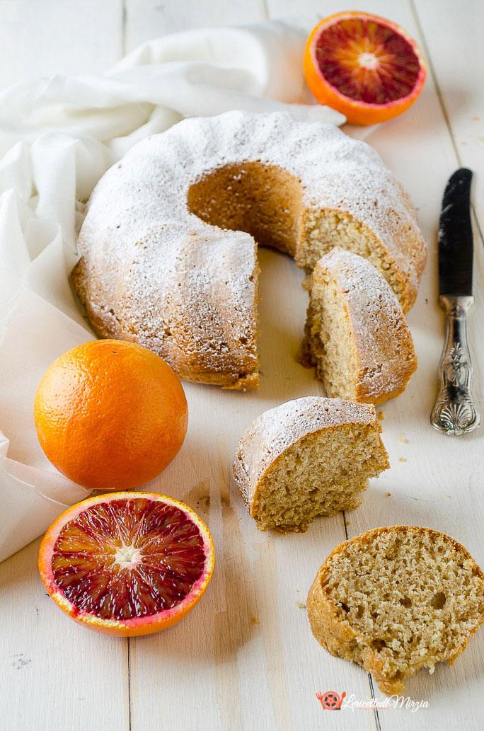 Ciambella integrale all'arancia speziata senza uova, burro e latte
