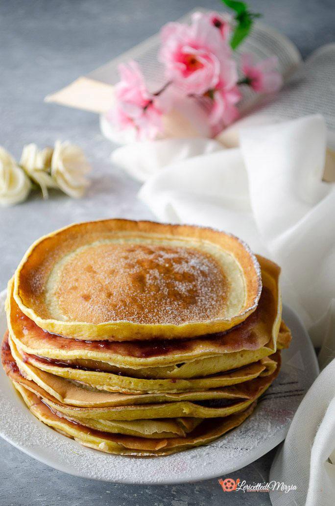 Pancakes senza uova latte e burro