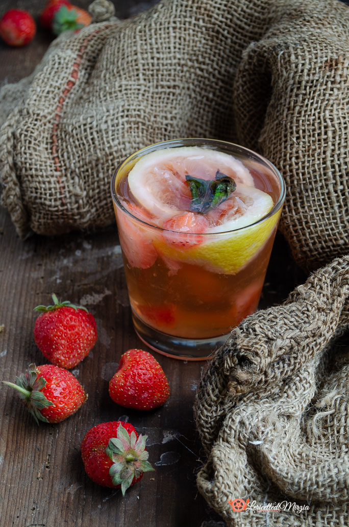 Acqua detox fragole limone e menta