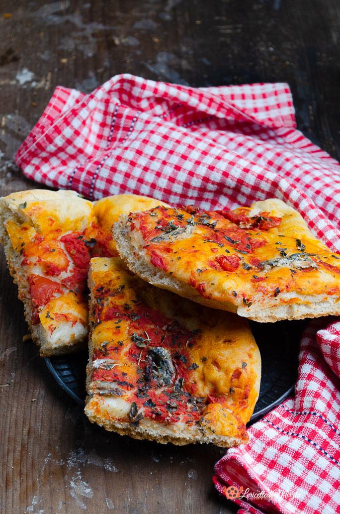 Pizza alla marinara con acciughe