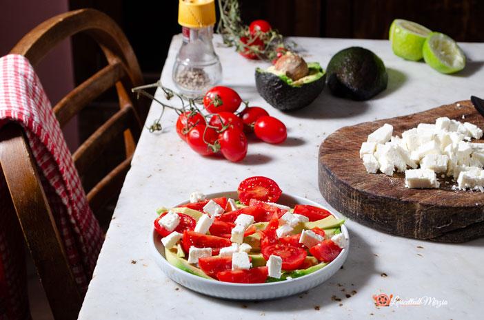 Pomodori con avocado e feta